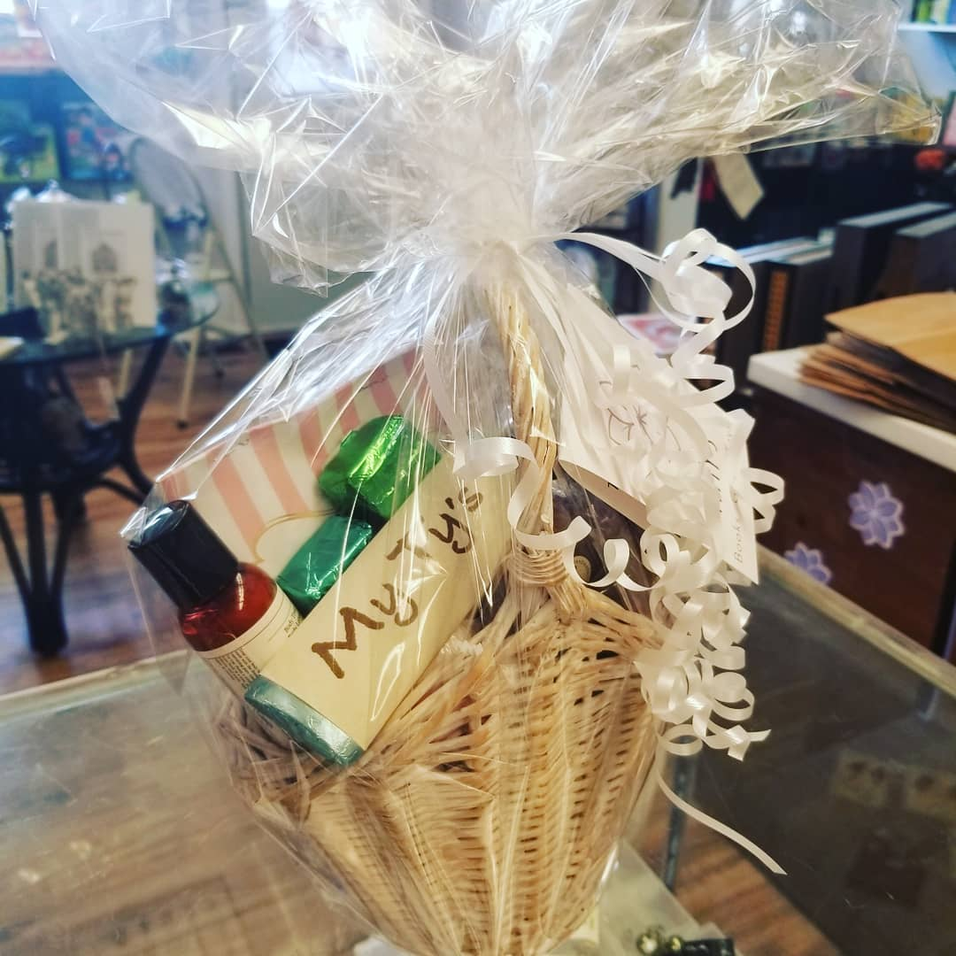 Custom-Made Gift Baskets (MyTy's Book, Gifts and Toys) Image